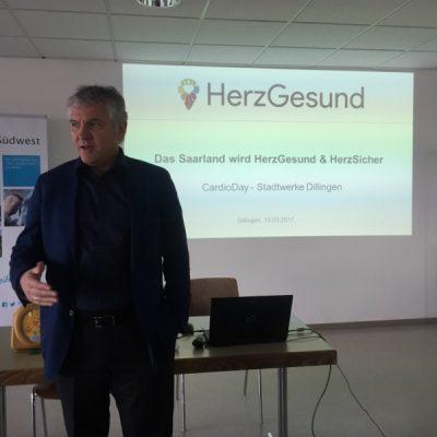 Geschäftsführer Arno Minn begrüßt die Mitarbeiter zum CardioDay