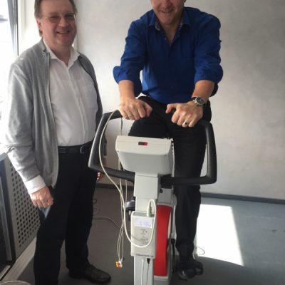 Prof. Dr. Gerhard Schmidt (l) mit Geschäftsführer der Stadtwerke Arno Minn